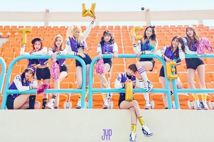 """Como os fãs esperam pacientemente para o lançamento do segundo mini-álbum """"Page Two"""" do TWICE, um medley com os destaques de cada música foi recentemente revelado no Naver e YouTube."""
