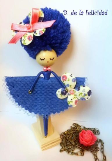 broche-collar de muñeca tela,madera,pintura totalmente a mano