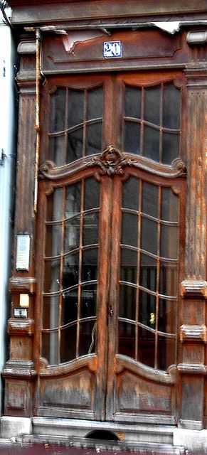I just love these doors! imagine them dressed in natural greenery for Christmas...reminds me of a Christmas Carol.