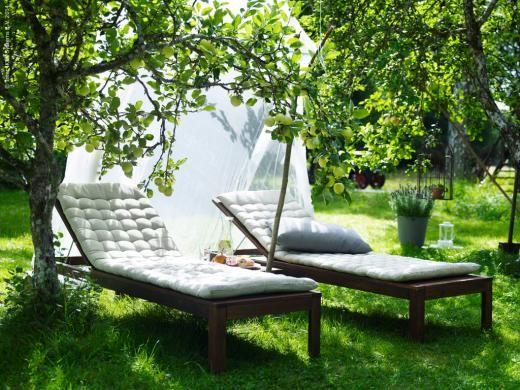Ngs bord 4 positionsstolar utomhus svartbrun for Applaro chaise lounge