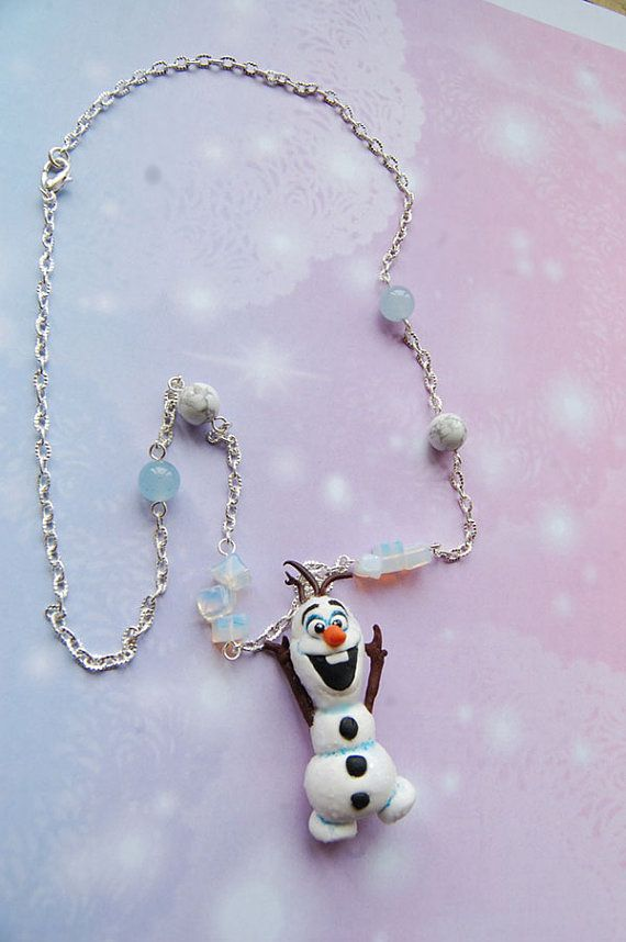 Handmade Frozen necklace with polymer clay Olaf por Akindoonline