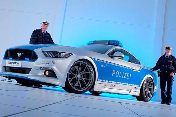 Ford Mustang GT policial com 455 cv é mostrado na Alemanha