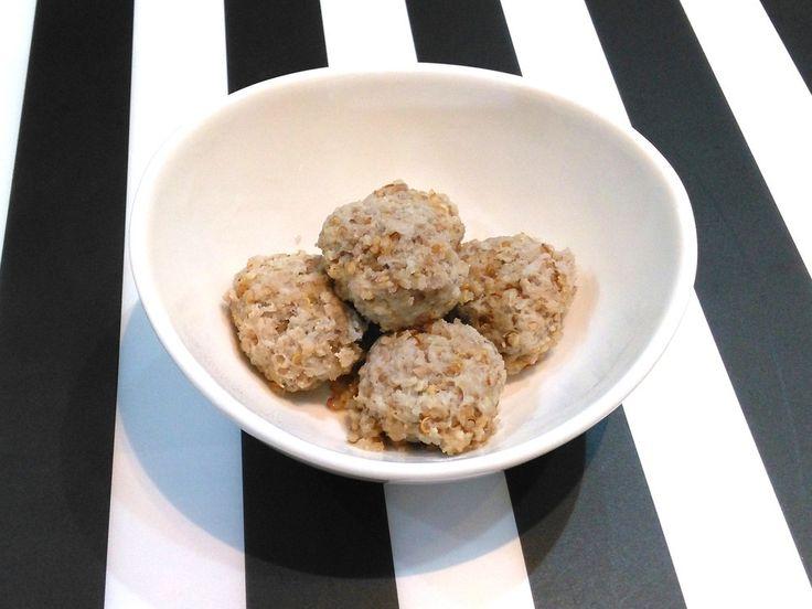 キヌア入り鶏肉団子   和風や中華、色々な料理にアレンジ可能な肉団子!作り置きしておくととても便利です。 ☆ファイン☆美と健康    材料 (約20個分) とりミンチ(ももがベター) 200g キヌア 大さじ2 すりおろしれんこん 70~90g(水分量により調整する) 塩 小さじ1/3 みりん 小さじ2 みそ 小さじ2 しょうが汁 大さじ1 日本酒 大さじ1 昆布だし 500cc(なければ水に顆粒だし小さじ1をとかす)  作り方 1  今回は、ファインスーパーフードの「金のローストキヌア」を使います。 2 昆布だし以外の材料をボウルに入れ、粘り気が出るまでしっかりと混ぜる 3  2でできたタネを均等に分け、ボール型に丸く整える(スプーンですくって分けるだけでもOK) 4 なべに500ccの水と昆布を入れて弱火で温め、昆布だしをつくる。昆布は沸騰する直前に取り出す。 5 昆布だしのなべに、3で取り分けたタネをいれ、火が通るまでゆでる 6  ゆでた後のだし汁は、瓶などに詰めて保存しておけば、鶏のだしが利いた万能スープに♪ 7…