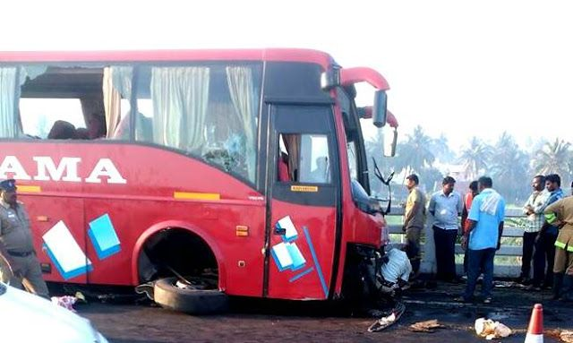 Kolkata-Siliguri Bus Accident 20 Hurt   At least 20 people were injured when a public bus fell into a roadside canal in West Bengal's Malda district on Tuesday early morning reports said.  According to reports the AC bus of Green Line Travels which was going to Siliguri from Kolkata suddenly lost its control due to heavy fog and fell into the dry canal near the Bandhapukur area under English Bazar Police Station  As many as 20 passengersincluding the driver were injured in the mishap. They…