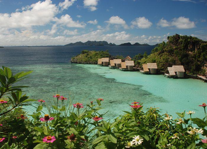 Misool Eco Resort dilihat dari sisi utara. (Foto: Marit Miners - Misool Eco Resort)