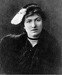 """Edith Södergran på ett fotografi från omkring 1918.  """"Ingen rår för sin stjärna, man är tvungen att följa den."""""""