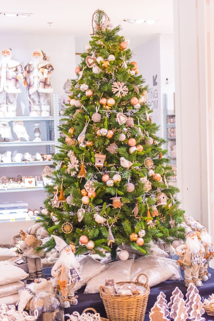 Christmas tree decorated in Home Sweet Home style | It's all about Christmas