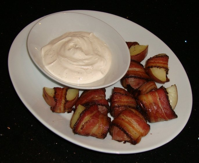 : Bacon-Wrapped Potato Bites with Spicy Sour Cream Dipping Sauce ...