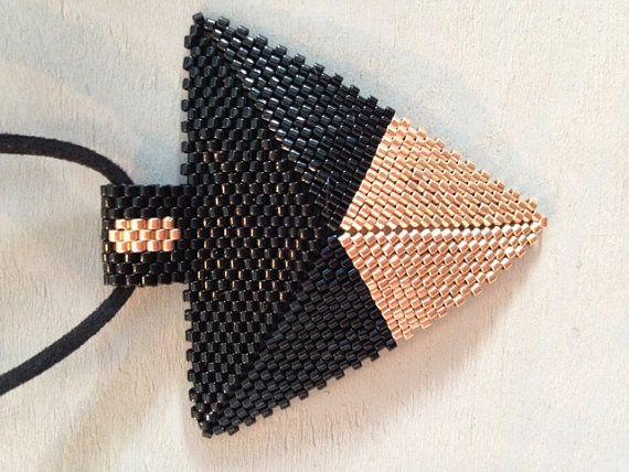 Pendentif triangle Miyuki délica 11/0 noir от YayaBreloquesMiyuki