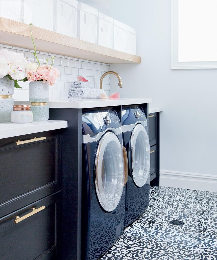 Laundry room renovation: After - Small space: Chic and dreamy laundry room