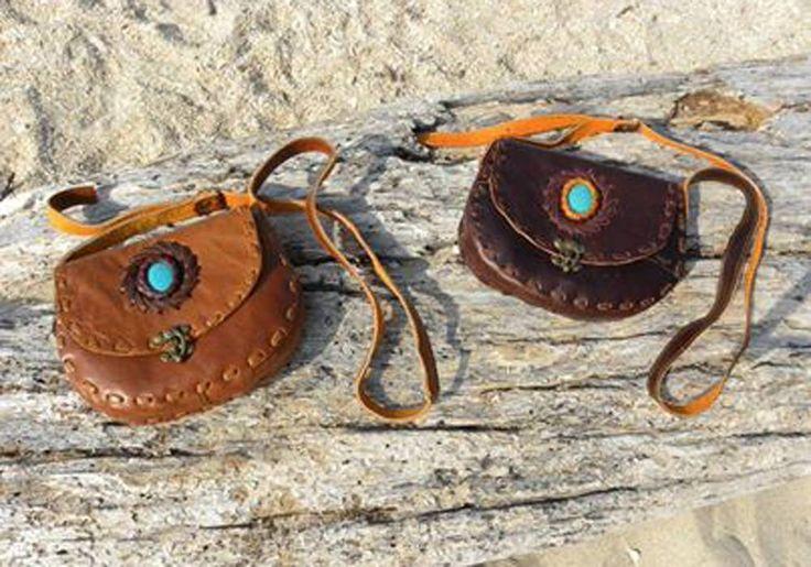 Handgemaakte leren tas met turquoise steen, voor slechts 49,95 ! op www.fabstyle.nl