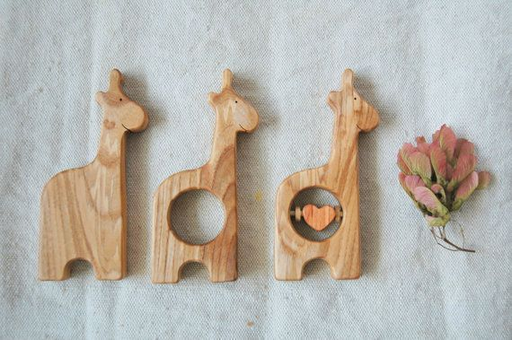 Wooden Rattle Giraffe/ Baby Teether Giraffe/ Baby by MamumaBird