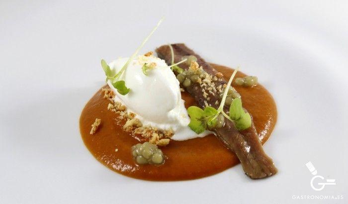 Receta de Salmorejo ahumado con anchoa y helado de yogur - Gastronomía