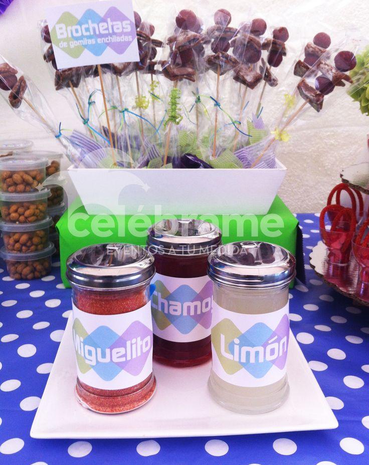Mesa de dulces para xv a os en colores morado verde lim n for Mesa de dulces para xv anos