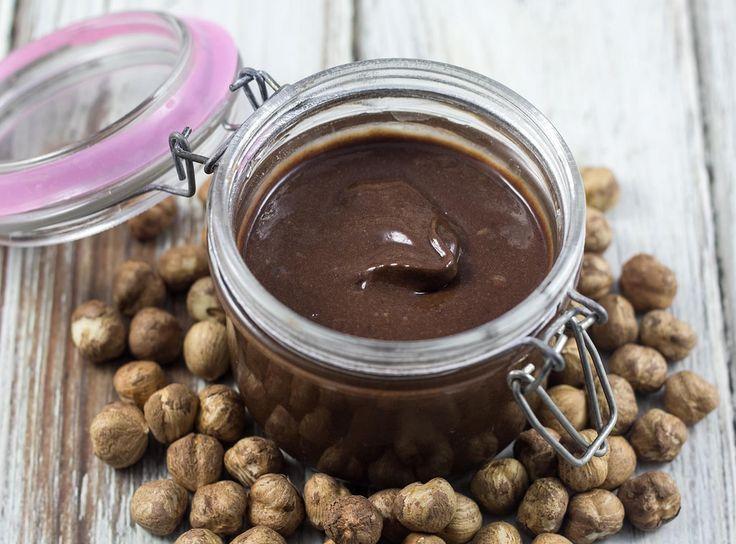 Opskrift på hjemmelavet sund nutella med nødder og dadler (Recipe in Danish)