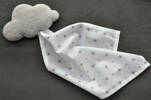 doudou forme nuage en doudou gris perle et batiste blanche étoiles grises de…