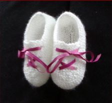 Garter stitch baby shoes with a ribbon tie.