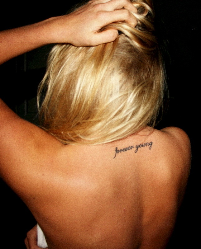 Upper Back Tattoo, Tattoo Placements, Tattoo Ideas, Forever Ink, Forever Young Tattoo, Small Tattoo, Tattoo Piercing, Beautiful Body, Tattoo Lockerz
