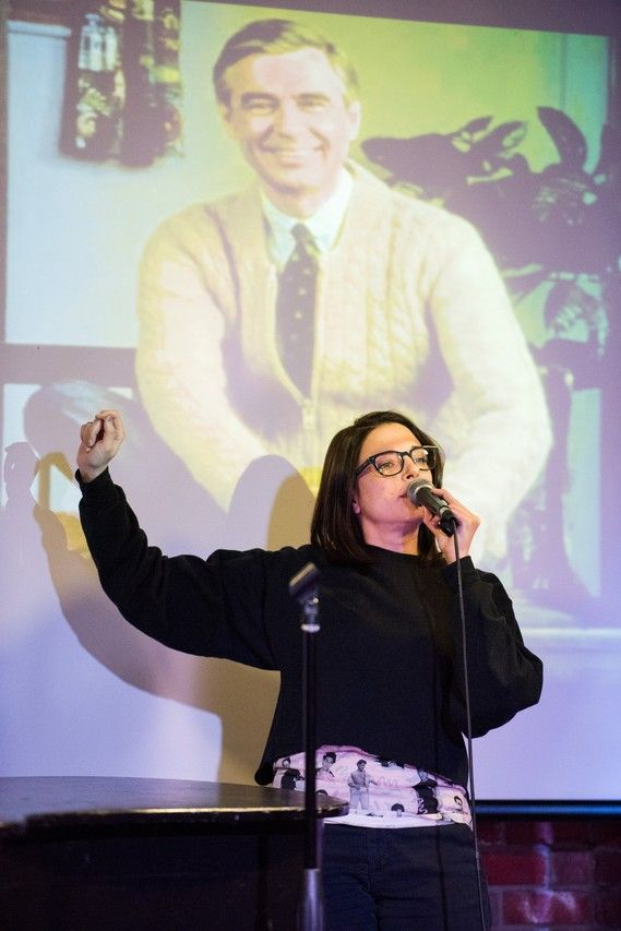 Participants in PowerPoint karaoke contests range from librarians at annual conferences to professional comedians or actors, like Eliza Skinner, here at a Speechless competition in February.