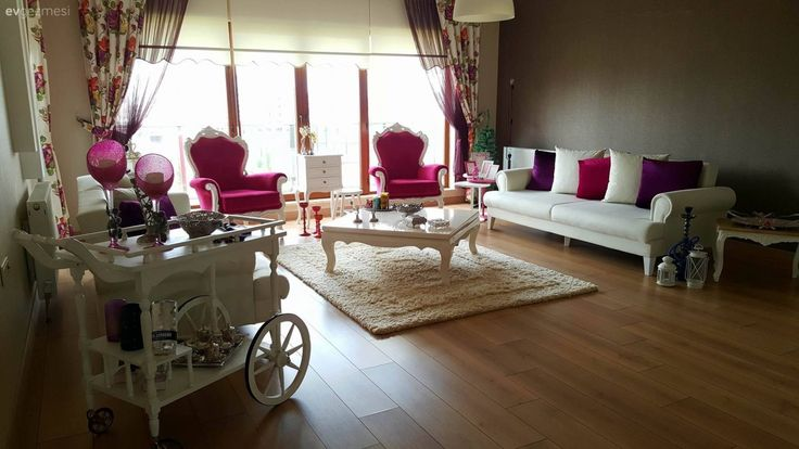 Ankara'da yaşayan, 2 yıllık evli, bir de 1 yaşında bebek annesi Tuba hanımın her detayında harika fikirler bulabileceğiniz evinde etnik, modern ve country pek çok farklı stil harmanlanmış; özgün ve re...