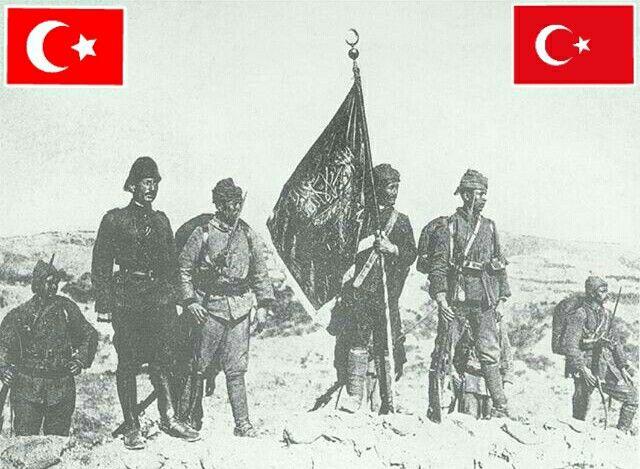 Çanakkale zaferi sonrası tepeye İslam sancağı diken Osmanlı (Türk) askerleri