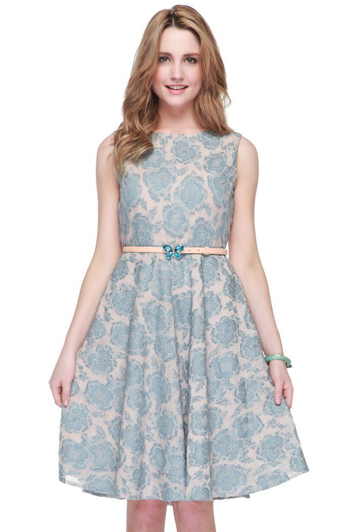 This Flower Power inspired dress is beautifully designed in playful crease jacquard. Embellished with butterfly belt, this dress features a fitted waist and flare skirt. Keep this romantic piece in focus with classic heels. http://zocko.it/LD4LR