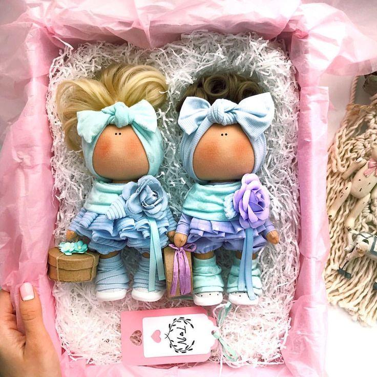 Блондиночка нашла маму♀️. . Кто заберёт брюнетку? Рост 20 см.Подарочная упаковкаДоставка по всему миру!. . . __________________________________________ #tatiananedavnia #tilda #wedding #pink #pillow #МК #decor #fabrik #handmad #knitting #love #cotton #baby #кукла #шитье #выставка #шеббишик #пупс #платье #подарок #праздник #работа #ручнаяработа #сделайсам #своимируками #ткань #тильда #интерьер #интерьернаяигрушка #интерьернаякукла