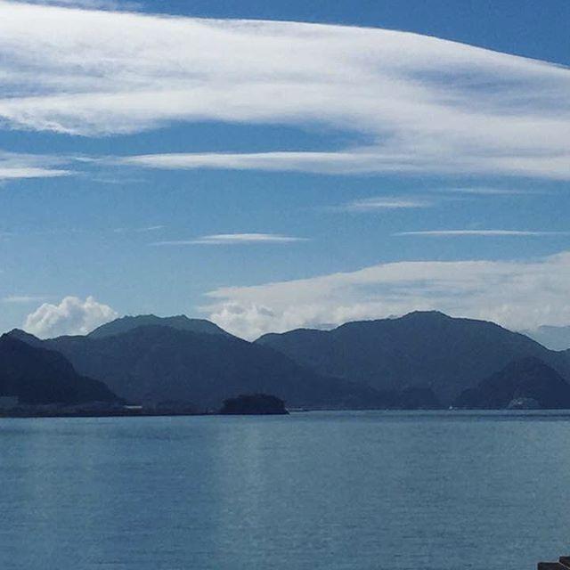 【onuma_akiho】さんのInstagramをピンしています。 《9/6の牛臥海岸です。 #牛臥 #牛臥海岸 #海 #沼津 #沼津の青い空そして海 #blueskynumazu #静岡 #sea #きれいな海 #朝 #ウォーキング #海が好き #海岸 #海岸散歩 #朝散歩》