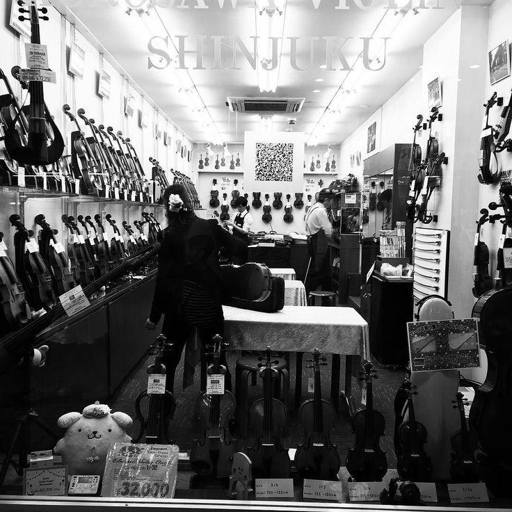 Violin shop @ Shinjuku Saturday evening shot www.couchflyer.com
