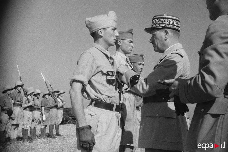 La campagne de Tunisie, également connue sous le nom de « bataille de Tunisie », est un ensemble de batailles de la seconde guerre mondiale qui se déroulent en Tunisie entre le 17 novembre 1942 et le 13 mai 1943 Décoration des forces francaises d'afrique