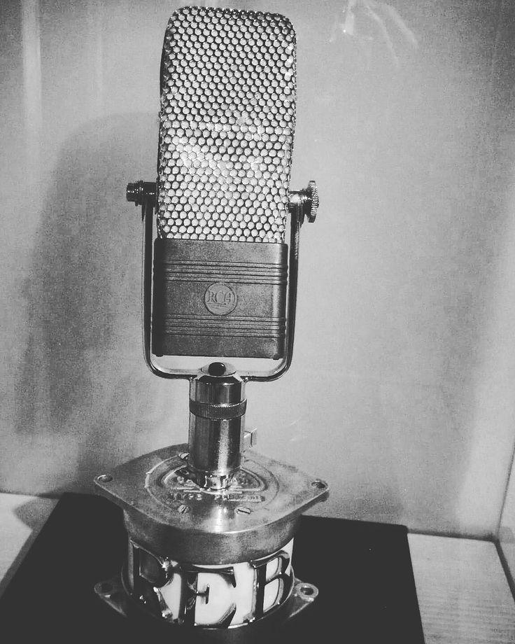 """¡¡¡VIAJANDO a MEDIA LUNA en la cadena SER!!! Mañana viernes, por la mañana, estaremos presentando nuestro proyecto """"Viajando a Media Luna"""" en el programa Hoy por Hoy de la Cadena #SER_Gijon a las 12:20 h. El dial es el 96.5 en Asturias y, también, podrás escucharlo por internet en directo o, bien en diferido, a través del podcast que encontrarás aquí http://play.cadenaser.com/programa/hoy_por_hoy_gijon/  De alguna forma, os sentiremos y estaréis con nosotros mañana en las ondas. Un abrazo!"""