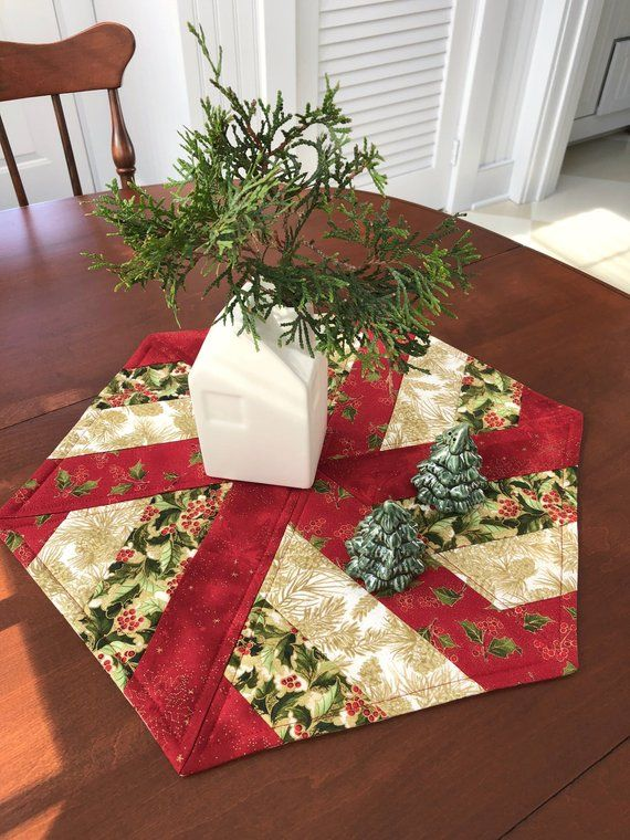 Elegant Christmas Red Amp Gold Quilted Hexagon Table Runner