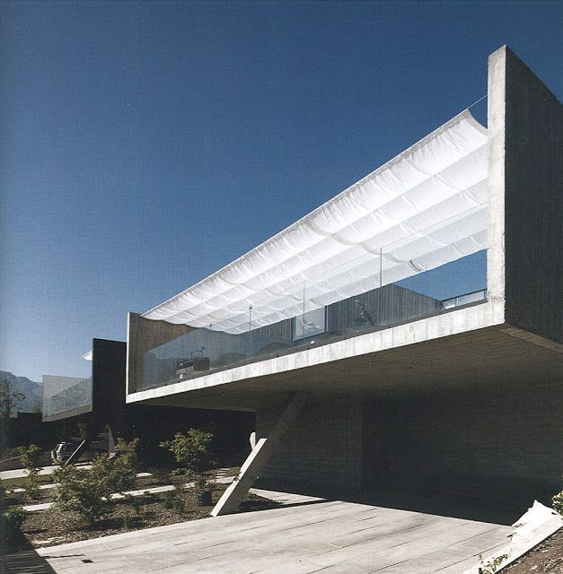 :::  Smiljan Radic   Casa en calle Colina Vista Hermosa, Santiago de Chile.