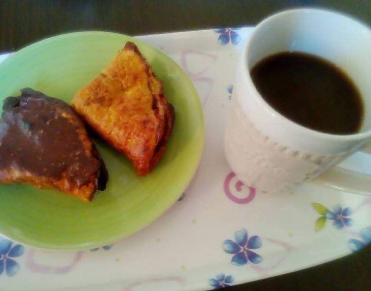 #breakfasttime  Σήμερα ξύπνησα με αρκετά καλή διάθεση και όρεξη έτσι μου ετοίμασα ένα χορταστικό πρωινό με κρέπες βρώμης και σοκολάτα φυσικά και καφεδάκι σκέτο όπως το συνηθίζω τελευταία! Όμορφη μέρα σε όλους! #goodmorning #haveaniceday #breakfast _____________________ #diaryofabeautyaddict #ellifeshare #elbeautythings #greekblogger #instablogger #bloggerslife #cooffee #pancakes #diet #fitnessfood