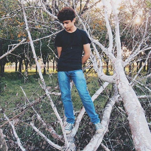 Tumblr boy 2000  Foto: @sinestesiate 🌌  #sad #sadboy #plutao #sadroni #sadlebs #youtuber #boy #17years #brazil #gay #beach