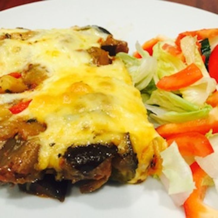 This delicious lasagne is layered with homemade ricotta, a moorish vegetable sauce, lasagne sheets and is topped with cheese. It can be prepared ahead, frozen, made low FODMAP, gluten and lactose free.