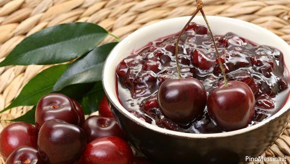 Eccovi la nostra ricetta su come fare la marmellata di ciliegie in casa con frutta biologica che consigliamo sempre di utilizzare per le vostre conserve