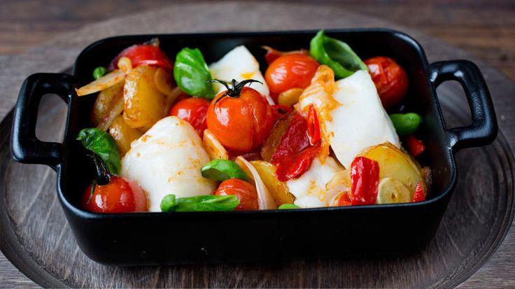 Ovnsbakt skrei med tomater, chili og hvitløk