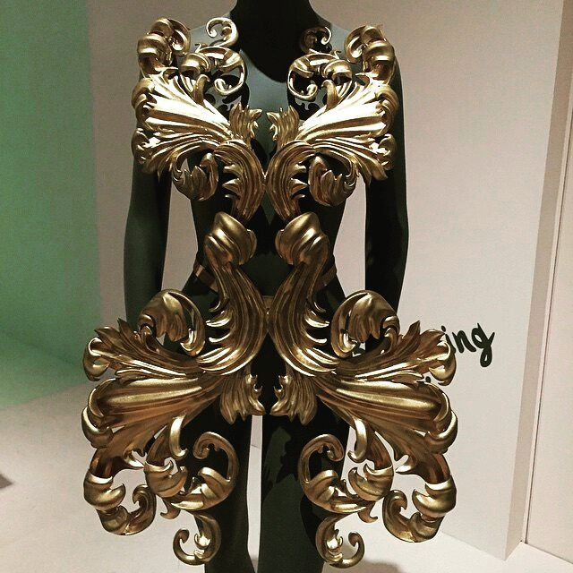 Technology meets Art meets Fashion!!! This is a fully 3D printed baroque style dress!  #3Dprinting #technologyinfashion #mustgoexhibition #athens #ona…