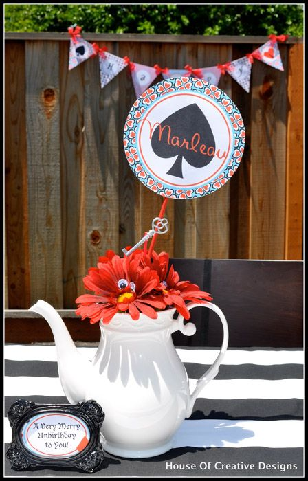Alice in Wonderland party teapot centerpiece  #girlsbirthdayideas #aliceinwonderland #kidspartyideas