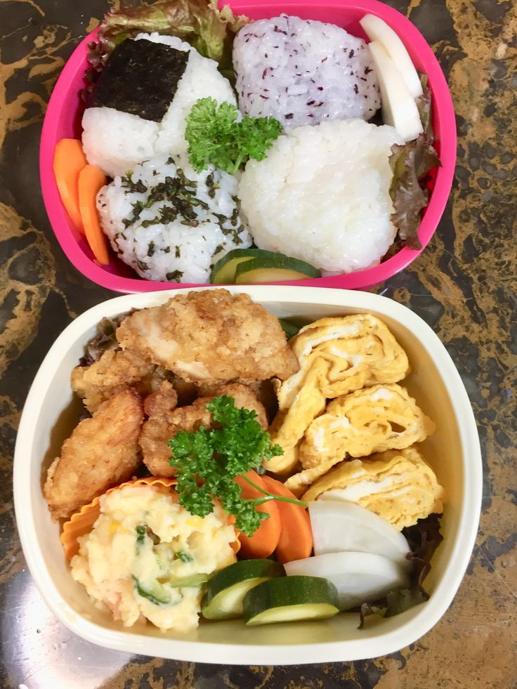 運動会弁当です。  おにぎりにぬか漬け 鶏モモ肉の唐揚げ 玉子焼き ポテトサラダ #OnigiriAction #ぬか漬け #lunchbox #お弁当