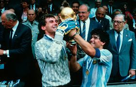 Goalkeeper Nery Pumpido (Argentina, 1983–1990, 36 caps, 0 goal) and Diego Armando Maradona (Argentina) celebrate the achievement of the 1986 FIFA World Cup on 29 June 1986.