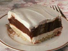 Το απόλυτο γλύκισμα σε 4 στρώσεις με διαφορετικά υλικά και γεύσεις που δένουν απόλυτα μεταξύ τους σε έναν υπέροχο συνδυασμό και μας δίνουν ένα αφράτο και ε