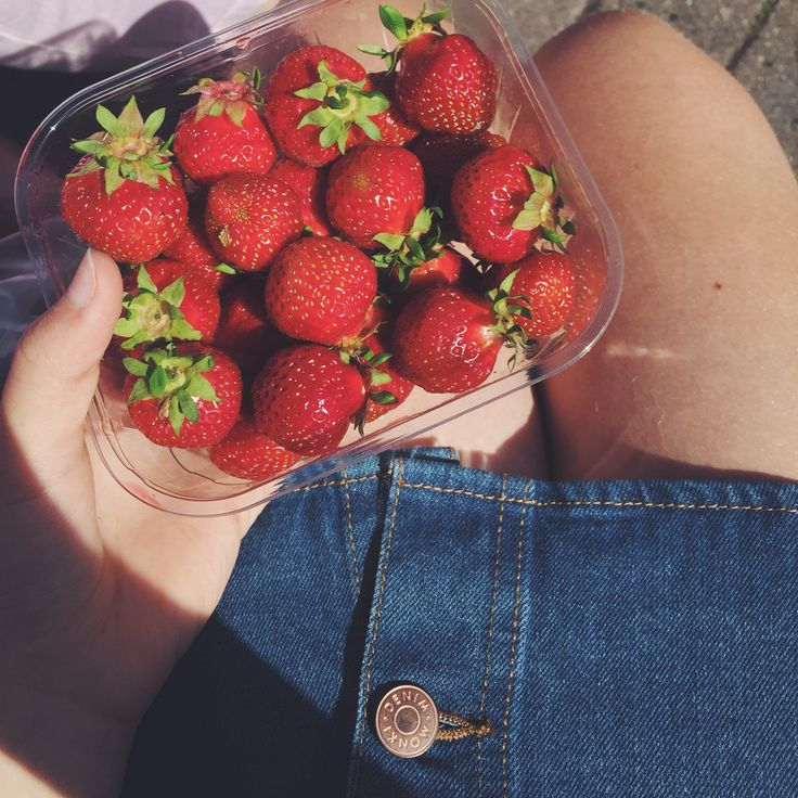 jordgubbar och sol.