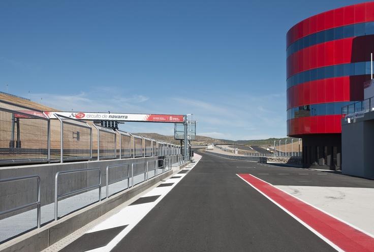 Linha Monoblock - Canais de concreto polímero - Obra: Circuito Los Arcos (paddock low)