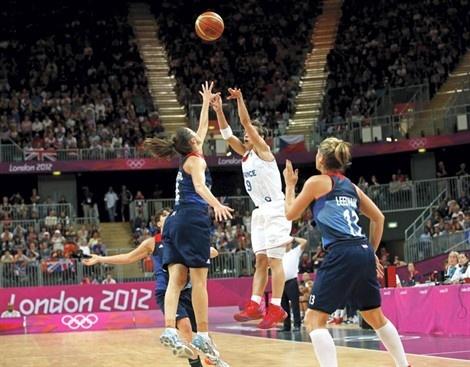 Céline #Dumerc - Victoire de l'équipe de #France de #Basketball vs Grande-Bretagne (80-77) - #JO #Londres2012