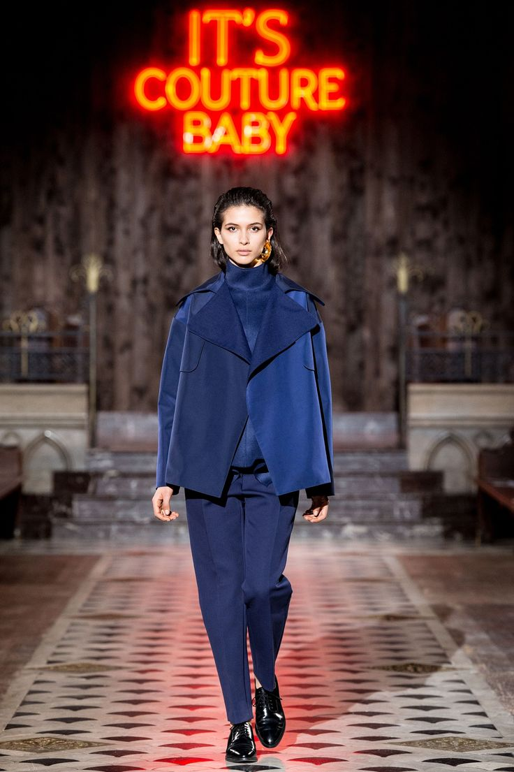 The complete Maison Rabih Kayrouz Fall 2018 Ready-to-Wear fashion show now on Vogue Runway.