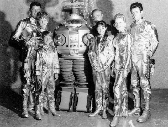 Perdidos no espaço - 20th Century Fox - Transmitido pela CBS. Três temporadas com 83 episódios entre 15/09/1965 à 06/03/1968.