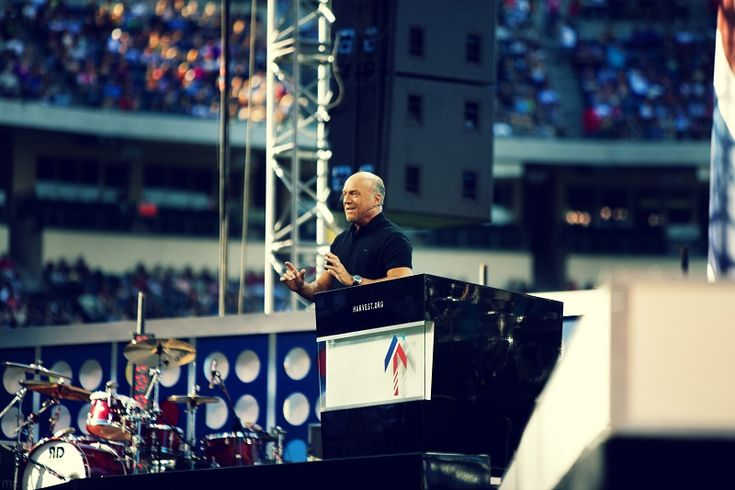 Greg Laurie Marks Harvest Crusades' 24th Year in SoCal; Guests to Include TobyMac, Third Day, Duck Commander