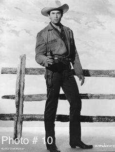 CHEYENNE (ABC-TV) - Clint Walker as 'Cheyenne Bodie' - Warner Bros. TV series - Publicity Still.